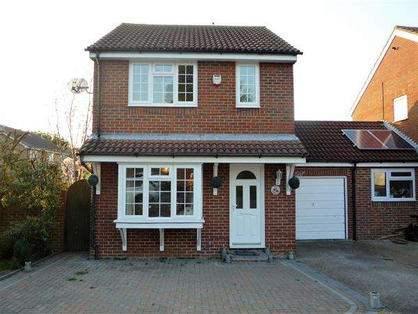 3 Bedrooms Detached House for rent in Castle Lane, Chalk, Gravesend