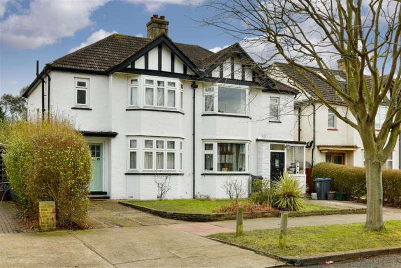 3 Bedrooms Semi Detached House for sale in Norton Avenue, Surbiton