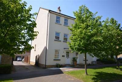 3 Bedrooms Town House for rent in The Medway, Ely