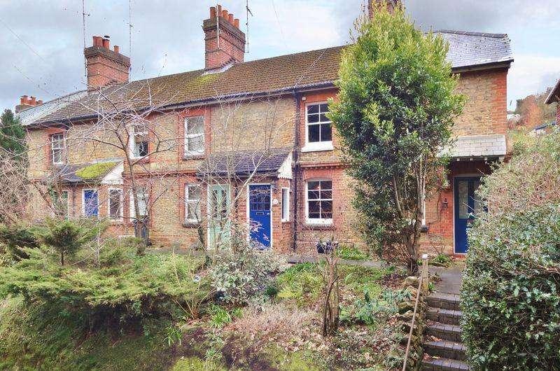 2 Bedrooms Terraced House for sale in Eashing Lane, Godalming