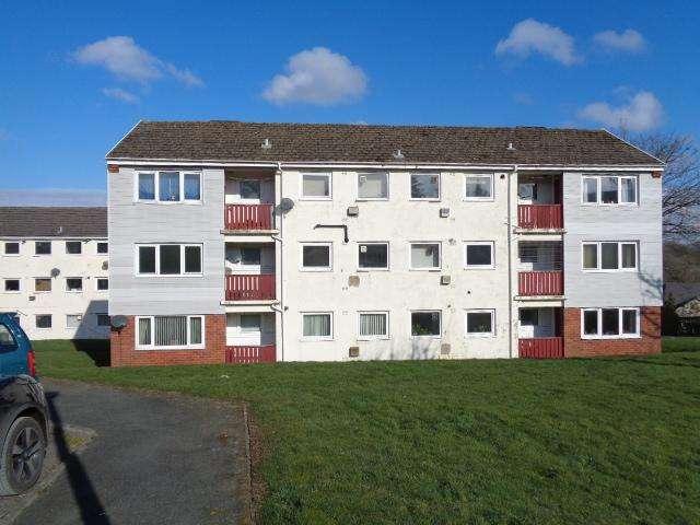 2 Bedrooms Flat for rent in 8 Goshawk Road, Haverfordwest. SA61 2UB