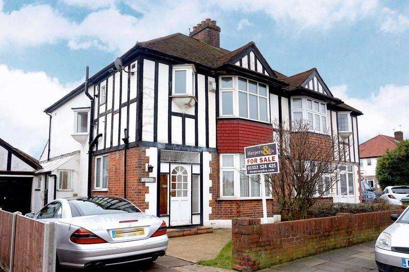 3 Bedrooms Semi Detached House for sale in Woodside Lane, Bexley