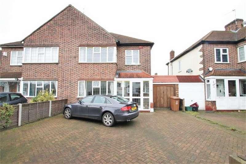 3 Bedrooms Semi Detached House for rent in Avenue Road, Bexleyheath, Kent