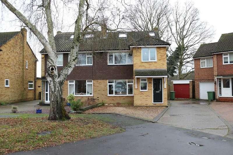 4 Bedrooms Semi Detached House for sale in Fullerton Way, Byfleet