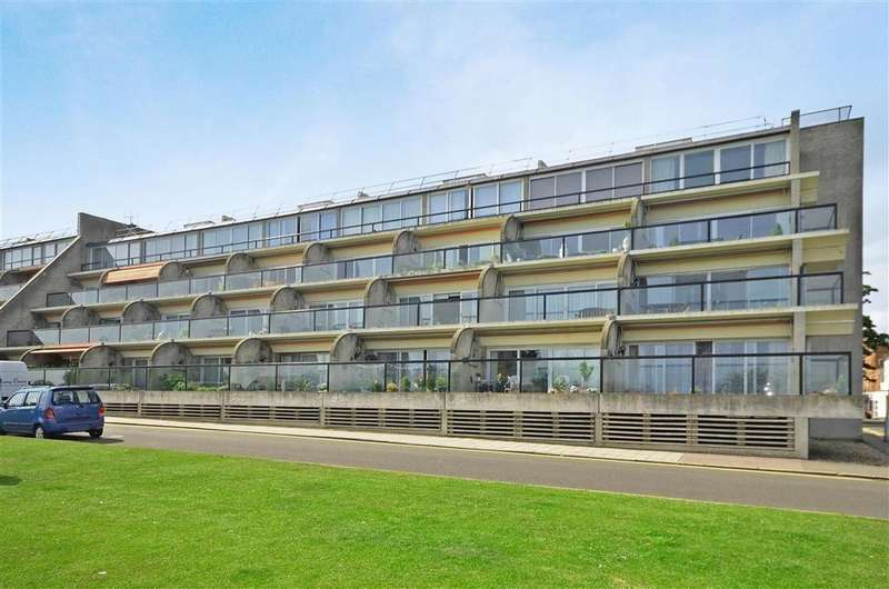 3 Bedrooms Flat for rent in The Leas Folkestone CT20