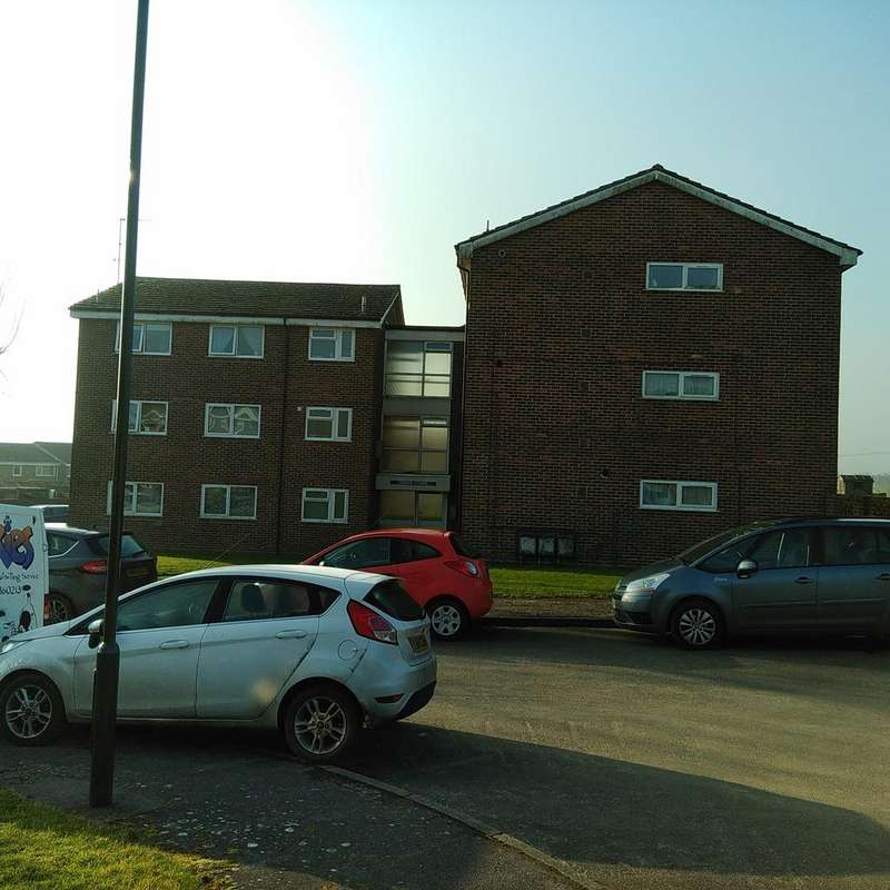 2 Bedrooms Flat for sale in Linden Court, Park Rise, Petworth GU28