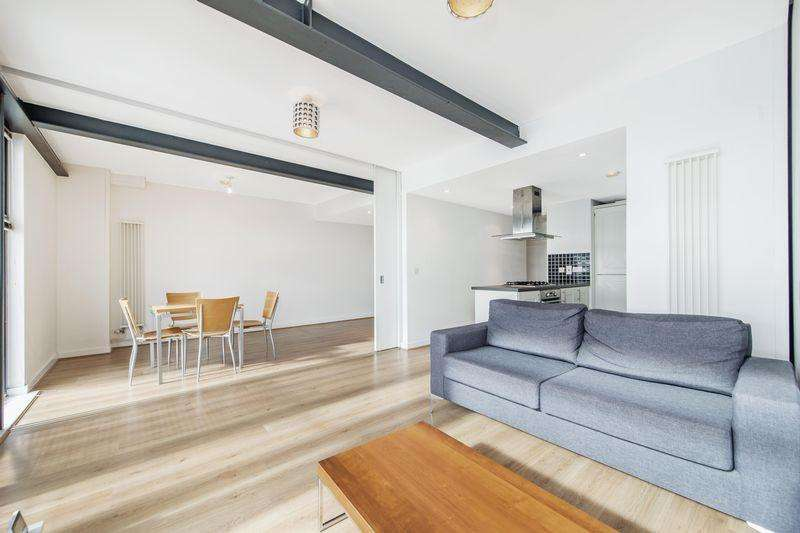 2 Bedrooms Apartment Flat for sale in Hallings Wharf, Stratford E15 2SX
