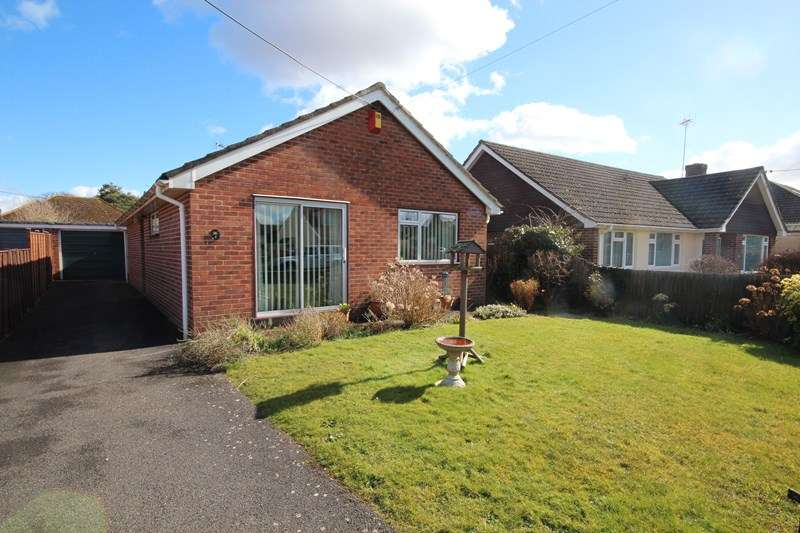 2 Bedrooms Detached Bungalow for sale in Fieldway, Ringwood