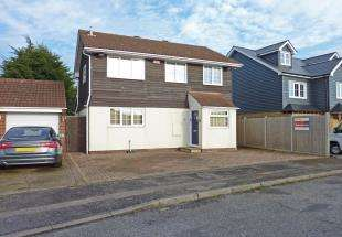 4 Bedrooms Detached House for sale in Peregrine Drive, Sittingbourne, Kent