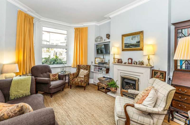 4 Bedrooms Terraced House for sale in Plassey Street, Penarth