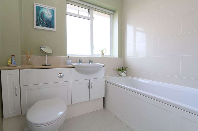 4 Bedrooms Detached House for sale in Butterfield, Wooburn Green, Buckinghamshire, HP10 0PX
