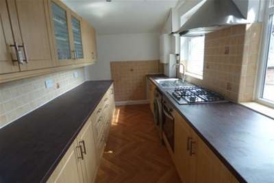 3 Bedrooms Flat for rent in Stockport Road, Levenshulme, M19 3BS