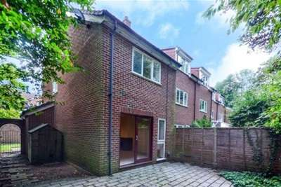 2 Bedrooms Detached House for rent in Hildenlea Place, Shortlands, BR2