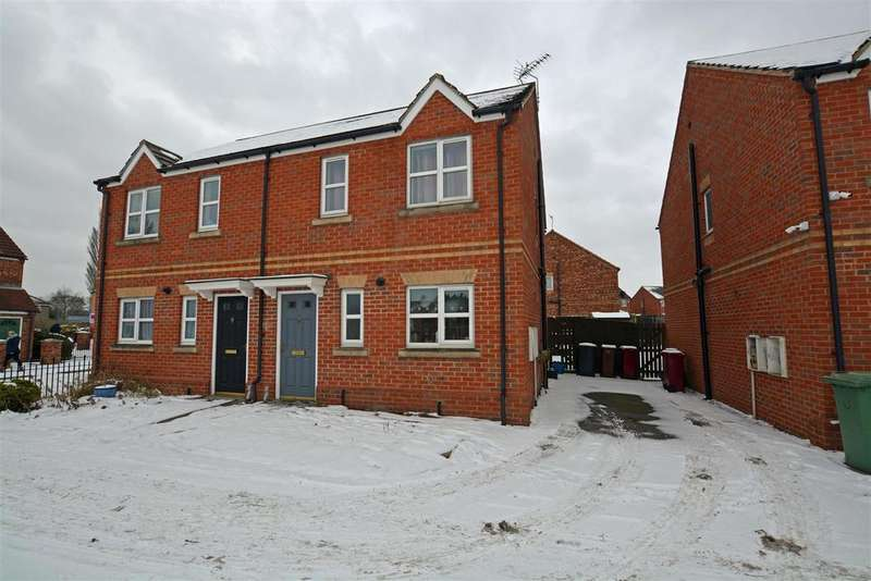 3 Bedrooms Semi Detached House for rent in Dean Road, Scunthorpe