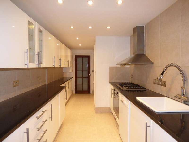 2 Bedrooms Flat for rent in Alexandra Road, Addlestone, KT15