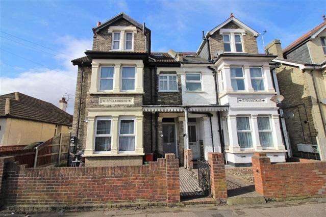 2 Bedrooms Flat for sale in Wellesley Road, Clacton on Sea