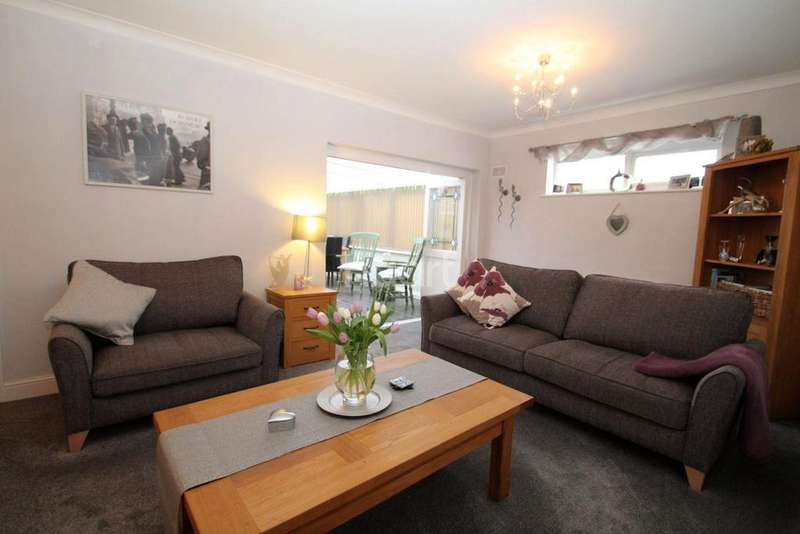 2 Bedrooms Bungalow for sale in Eastbury Avenue, Rochford
