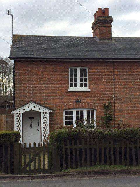 2 Bedrooms End Of Terrace House for rent in Tanyard Cottages, Tudeley Road, Tonbridge, Kent, TN11