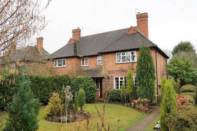 3 Bedrooms Semi Detached House for sale in Guildford Road, Cranleigh GU6 8PF