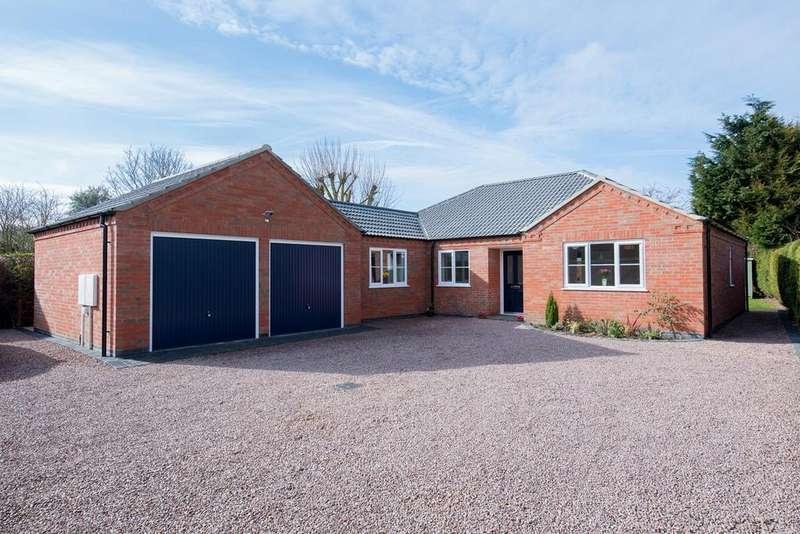 3 Bedrooms Detached Bungalow for sale in Backgate, Cowbit, PE12