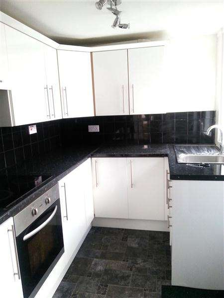 3 Bedrooms End Of Terrace House for rent in Barry Street, Burnley