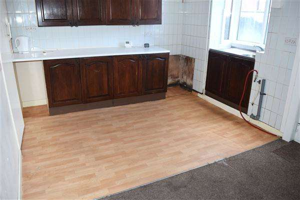 2 Bedrooms Terraced House for sale in Lee Avenue, Bolton