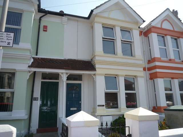 3 Bedrooms Terraced House for rent in Gordon Road, Worthing