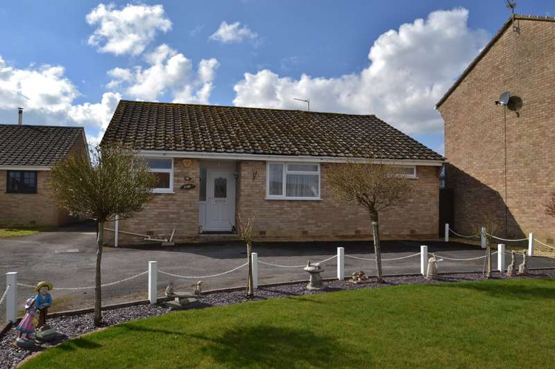 2 Bedrooms Bungalow for sale in Corfe Mullen (East End)