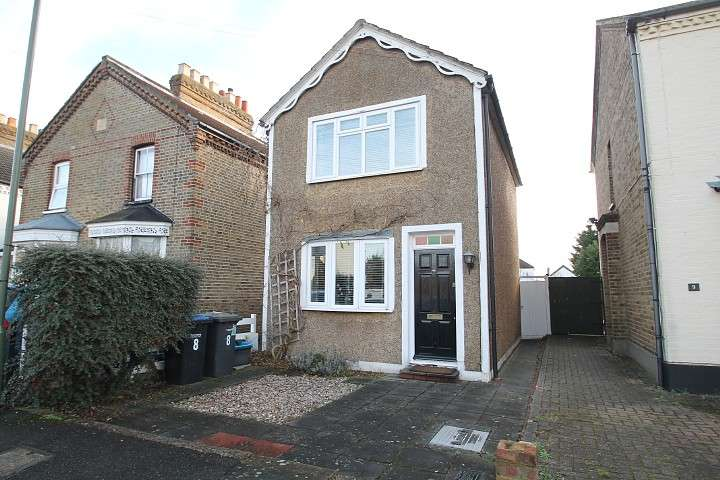 2 Bedrooms Detached House for sale in Claremont Road, Staines-Upon-Thames, TW18