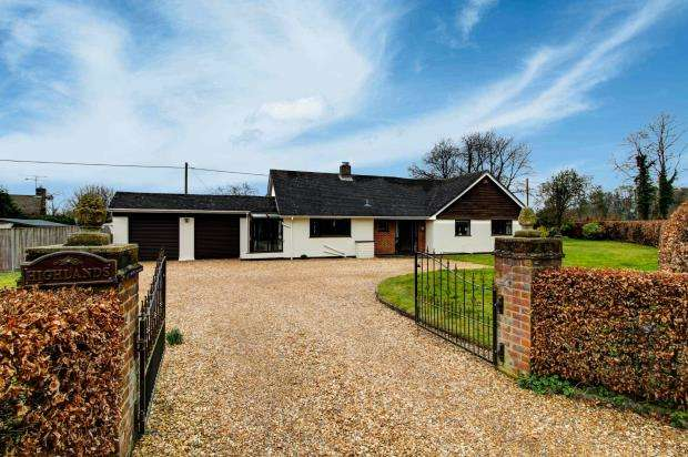 3 Bedrooms Bungalow for sale in Ropley, Alresford, Hampshire