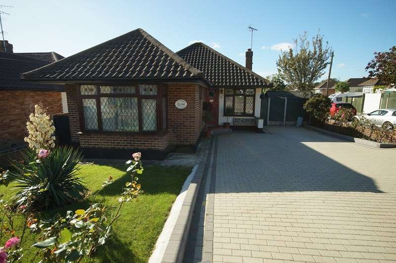 2 Bedrooms Detached Bungalow for sale in Eastwood Old Road, Leigh-On-Sea
