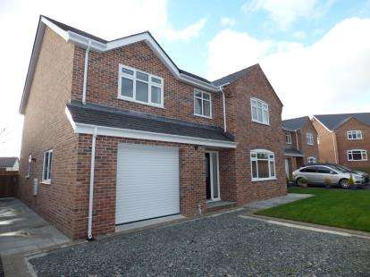 4 Bedrooms Detached House for sale in Stad Tyn Llain, FFordd Dyfnia, LLanfairpwll, Anglesey, LL61