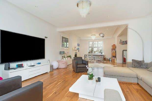 4 Bedrooms Flat for sale in Hollycroft Avenue, Hampstead, NW3