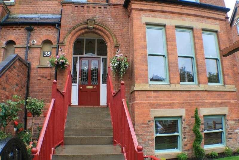 2 Bedrooms Flat for rent in Rectory Road, Crumpsall