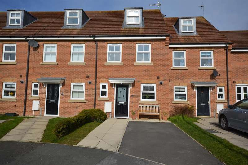 3 Bedrooms Terraced House for sale in Pasture Crescent, Filey, YO14 0EZ