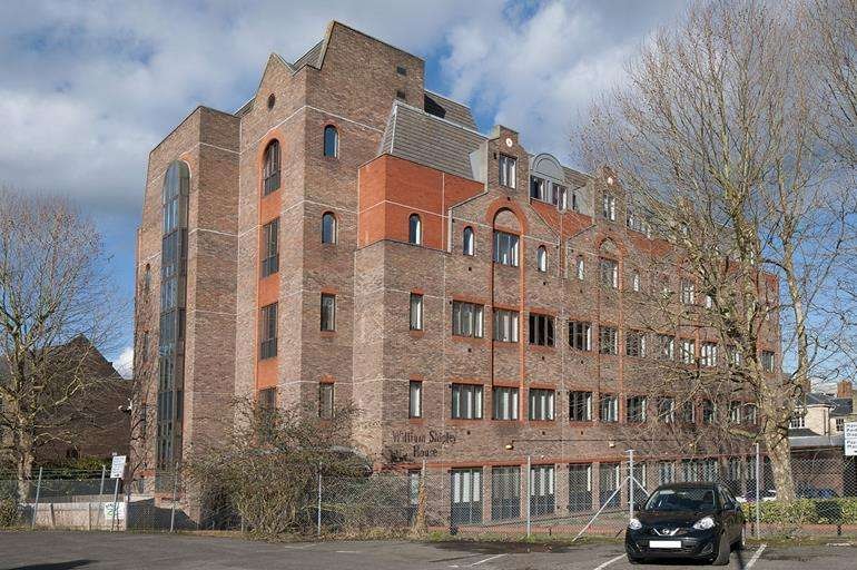 2 Bedrooms Flat for sale in Flat 3, Knightrider Street, Maidstone, Kent, ME15 6XD