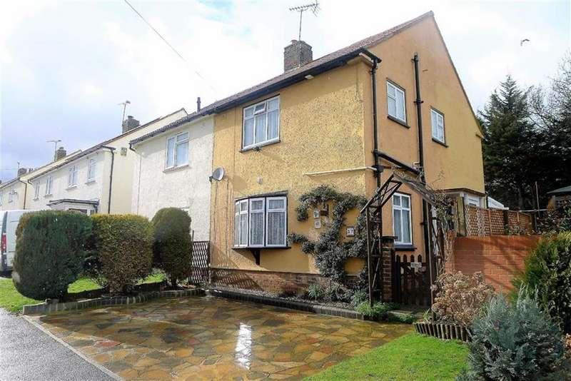 2 Bedrooms Semi Detached House for sale in Doddington Road, Rainham