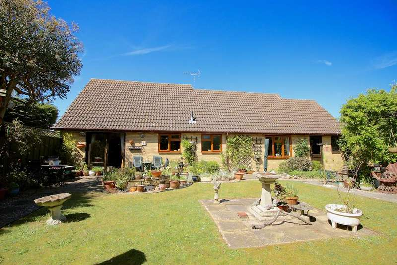 2 Bedrooms Detached Bungalow for sale in Harvesters Way , Martlesham Heath