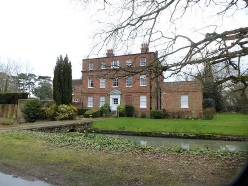 1 Bedroom Ground Flat for rent in Vicarage Road, Yalding