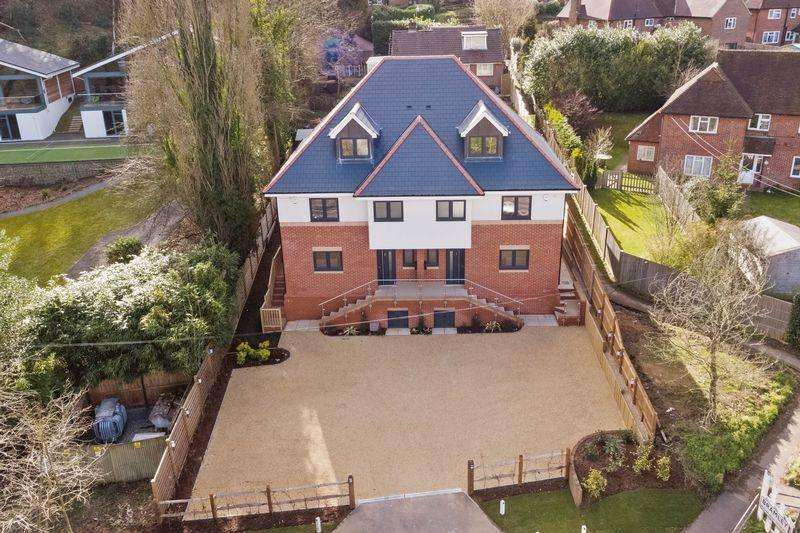 4 Bedrooms Semi Detached House for sale in Birtley Road, Bramley