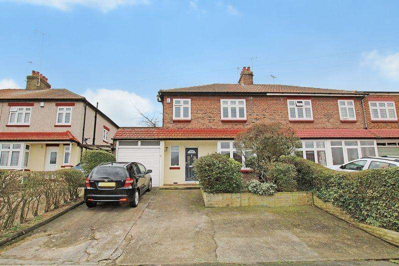 3 Bedrooms Semi Detached House for sale in Eastleigh Road, Barnehurst