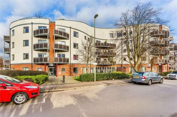 2 Bedrooms Flat for sale in In View Court, Mayfield Road, Hersham, WALTON-ON-THAMES, Surrey