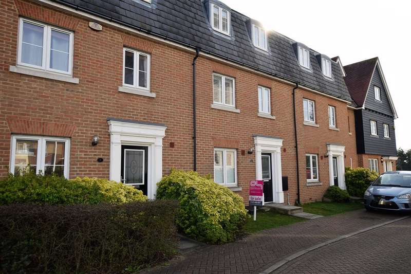 3 Bedrooms Terraced House for sale in Birchfield, North Stifford