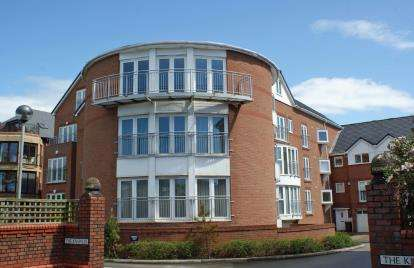 2 Bedrooms Flat for sale in Blundellsands Road West, Blundellsands, Liverpool, L23