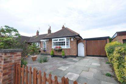 2 Bedrooms Bungalow for sale in Springfield Avenue, Newton, Wirral, CH48