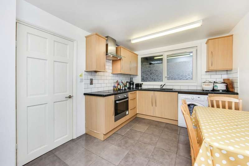3 Bedrooms Flat for sale in Sandalwood Close, London E1