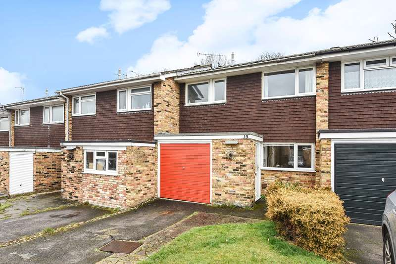 3 Bedrooms Terraced House for sale in Wild Briar, FINCHAMPSTEAD, RG40