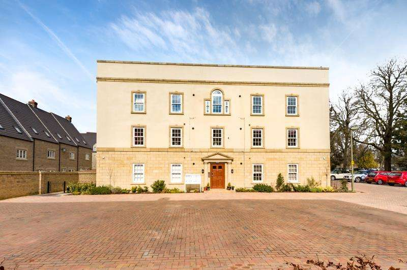 2 Bedrooms Apartment Flat for sale in Flat 4, Buttercross Lane, Witney, Oxfordshire