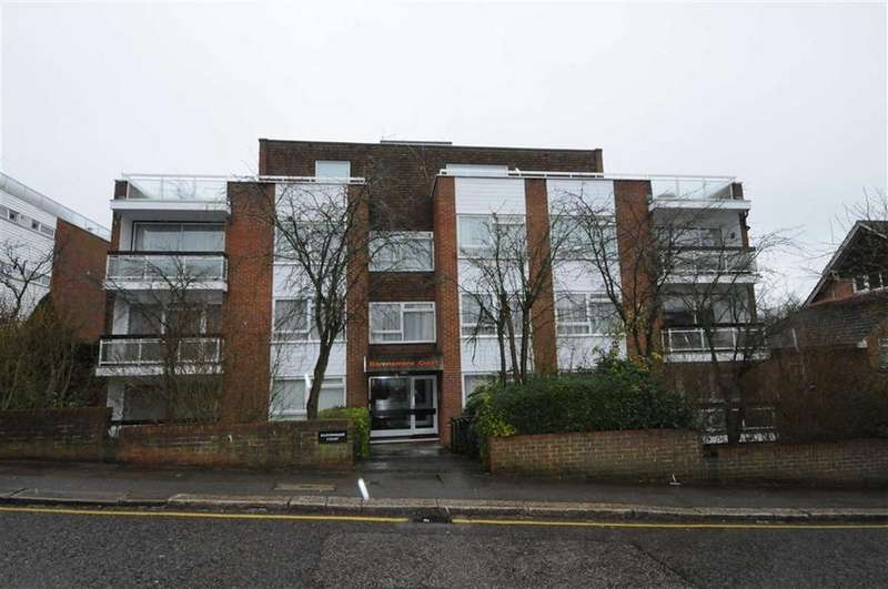 2 Bedrooms Apartment Flat for sale in Baronsmere Court, Barnet, Herts, EN5