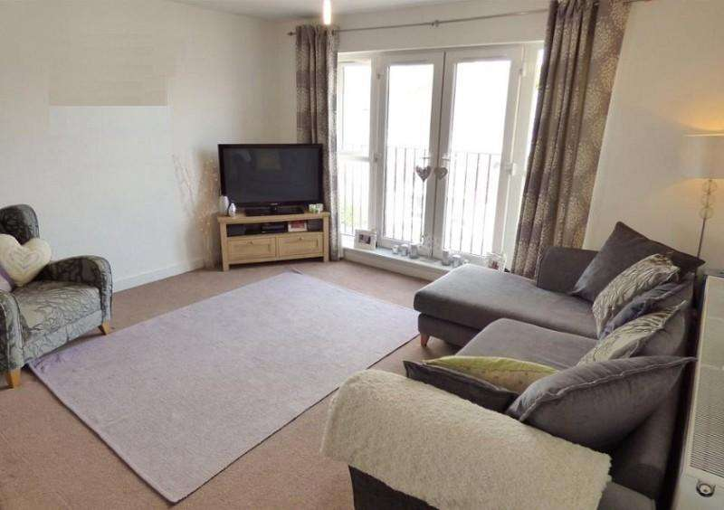 2 Bedrooms Flat for sale in Manor Road, Chigwell, Essex. IG7